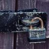古びた南京錠