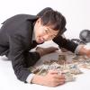 金や金や!」っとお札を集めるブラック企業に勤務する会社員:モデル[ひろゆき]